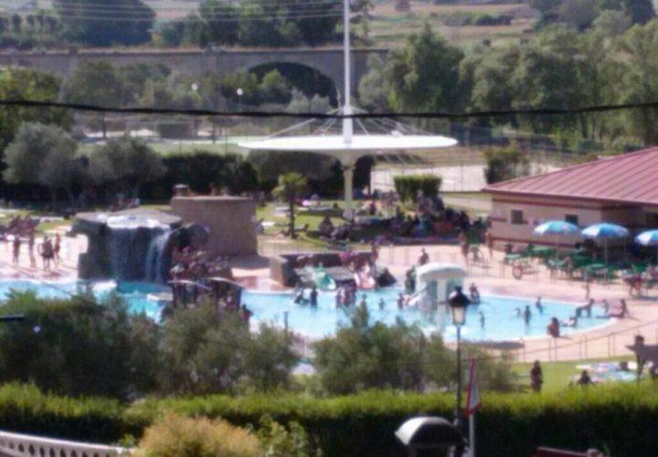 Las piscinas de el ferial reabren tras una aver a que for Piscinas viana
