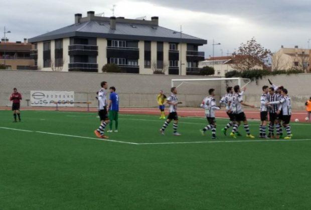 Viola celebra uno de los goles en la victoria con el Alfaro