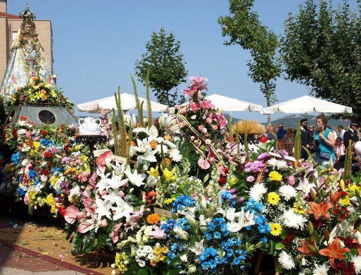 Ofrenda de flores a la Virgen de la Vega