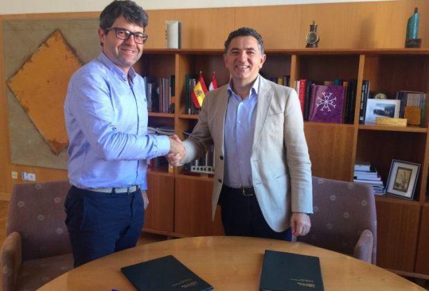 Firma contrato mejora travesía Ezcaray