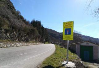 Señal tráfico carretera sin salida
